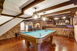 man cave decorating idea with pool table
